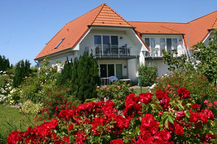 Ferienwohnung Nr. 09 mit Rosengarten